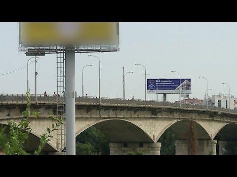 Ограждение на Яблоновском мосту не выдержало натиска автобусов