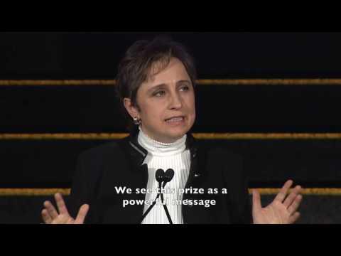 Carmen Aristegui Accepts ICFJ's Knight International Award