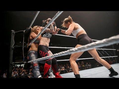 Ronda Rousey distrugge Mickie James e la Riott Squad  WWE Live Event, Torino 18 maggio 2018