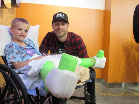 Dierks Bentley Sings For Patients In Seacrest Studios Cincinnati