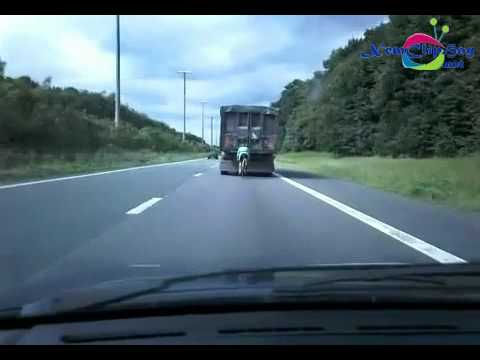 siêu Xe đạp đua xe tải gần 100km/h