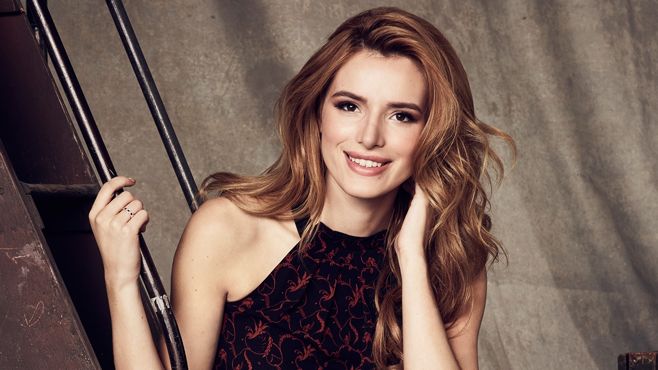 Bella Thorne's Kissing Girls In Her New Show 'famous In