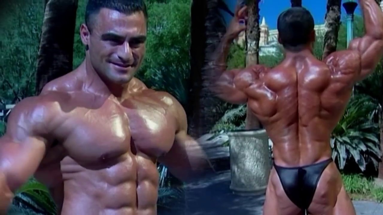 Muscle gay bodybuilder
