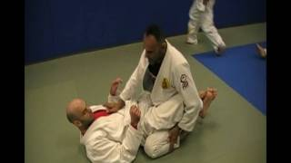 Keeping the posture inside the guard - www.gracienewjersey.com - Professor David Adiv