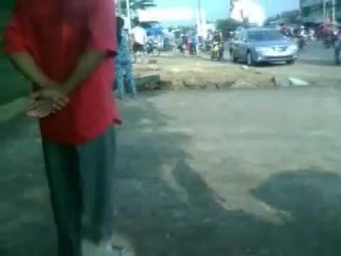 Cảnh sát trật tự lợi dụng chức quyền đánh người đi đường