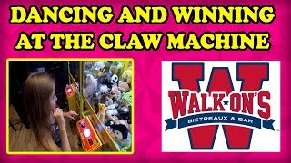 😍😜Daddy Daughter Time at The Claw Machine! Drew Brees Walk Ons Bistreaux has a mini Arcade! TeamCC