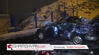 Ավտովթար Երևանում  BMW ն բախվել է էլեկտրասյանն ու գլխիվայր շրջվելով՝ հայտնվել հանդիպակաց ճանապարհին
