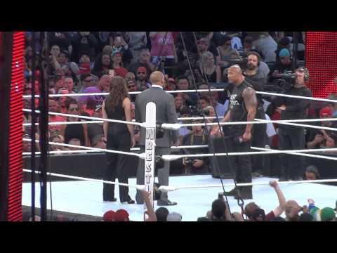 The Rock vs Triple H en WM31