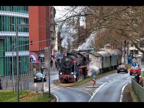 Dampflok 52 4867 durch die Frankfurter Innenstadt