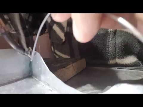 soudure l 39 tain sur carrosserie en zinc youtube. Black Bedroom Furniture Sets. Home Design Ideas