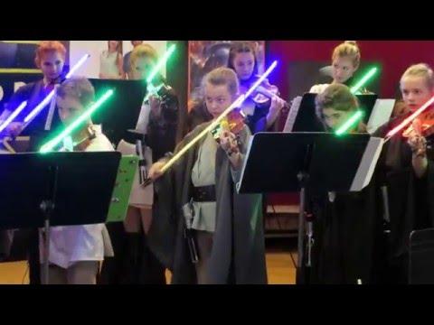 Virales: los niños que tocan el violín con el sable láser de Star Wars