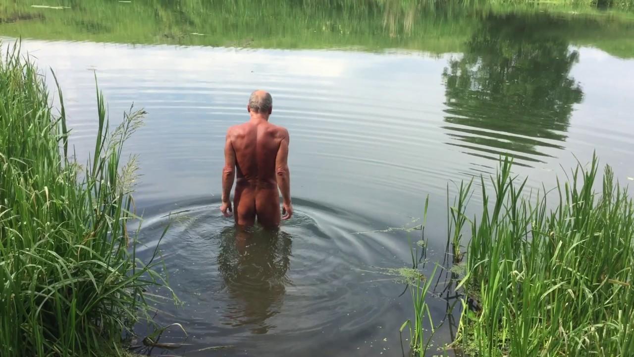 Голая купается пруду пруду видео