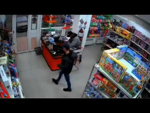 Мужчина стащил деньги из кассы одного из магазинов в Ставрополе