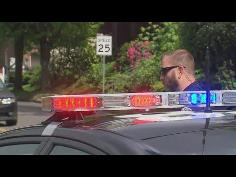 Milwaukie man threatening to shoot from apartment