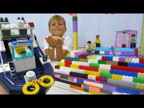 Конструктор ЛЕГО (LEGO): Селим в ЛЕГО-городе! Ищем кристалл. Игры для детей