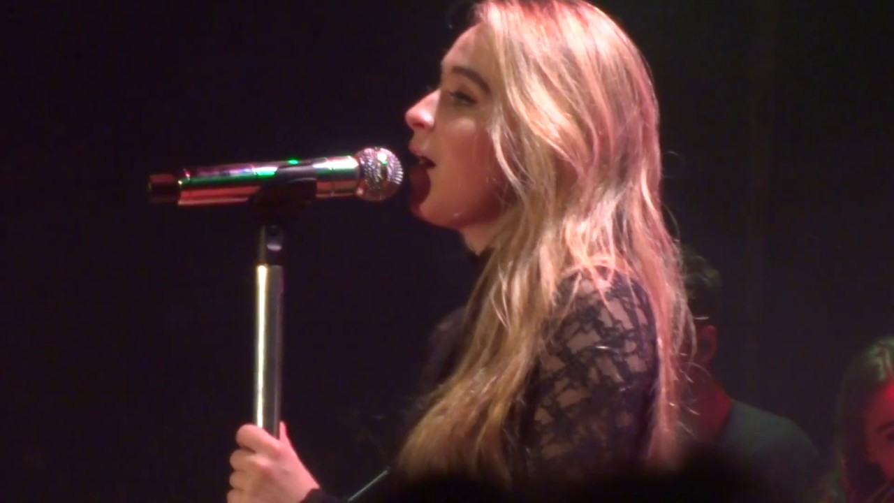 sabrina carpenter have yourself a merry little christmaslive