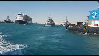 لحظة تعويم السفينة العالقة في قناة السويس