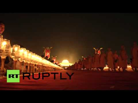 Thailand: Buddhist monks mark full moon festival with lanterns and lights