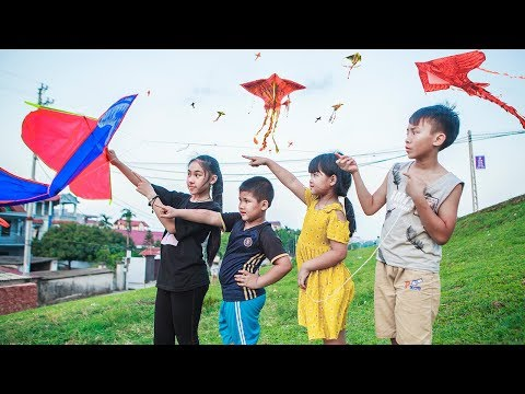 Kids Go To School | Chuns And Best Friends Play Fly a Kite The Creativity Of Children
