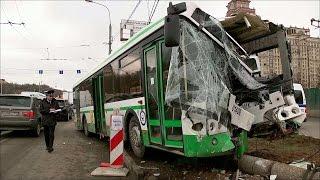 В Москве произошло крупное ДТП с участием рейсового автобуса и шести машин.