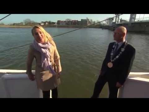 Novinarka usred intervjua pala u more sa broda HIT Reporter fell into the sea during the interview