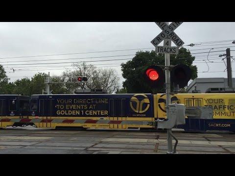 4/6/2017 S Street Railroad Crossing, Sacramento Light Rail Inbound, Sacramento CA