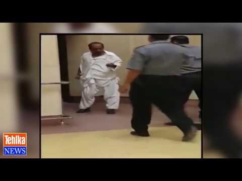 Karachi Airport pay ASF officer nay Custom officer ki dhulaye kar di