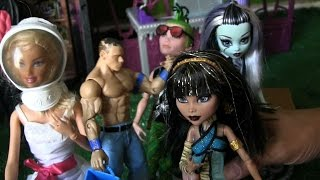 Cleo Kicks Space Barbie Out Of Monster High !    Monster High Videos    Konas2002