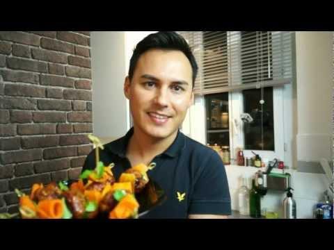 une-entrée-sympa-:-brochettes-de-boulettes-au-poulet-laqué-et-tagliatelles-de-carotte-au-cumin