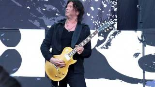 Gods Of Metal 2011 - Milan - John Norum solo (Paul Gilbert is watching him)