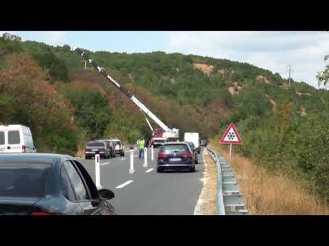 Се извлекува автобусот од несреќата на автопатот Велес - Скопје
