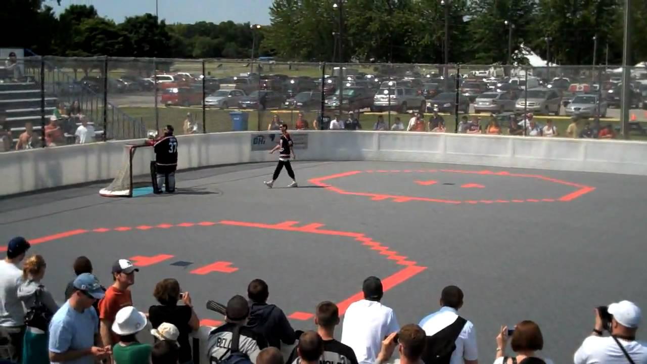 Kevin Smith At The Walter Gretzky Street Hockey Tournament Youtube
