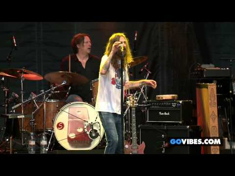 """The Black Crowes performs """"Remedy"""" at Gathering of the Vibes Music Festival 2013"""