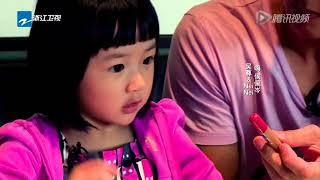 吴尊携女儿探访侯佩岑 小neinei说中文发音太可爱了! 爸爸回来了 【综艺风向标】