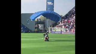 Parachutist lands on the pitch during Inter vs Sassuolo match 20/10/2019