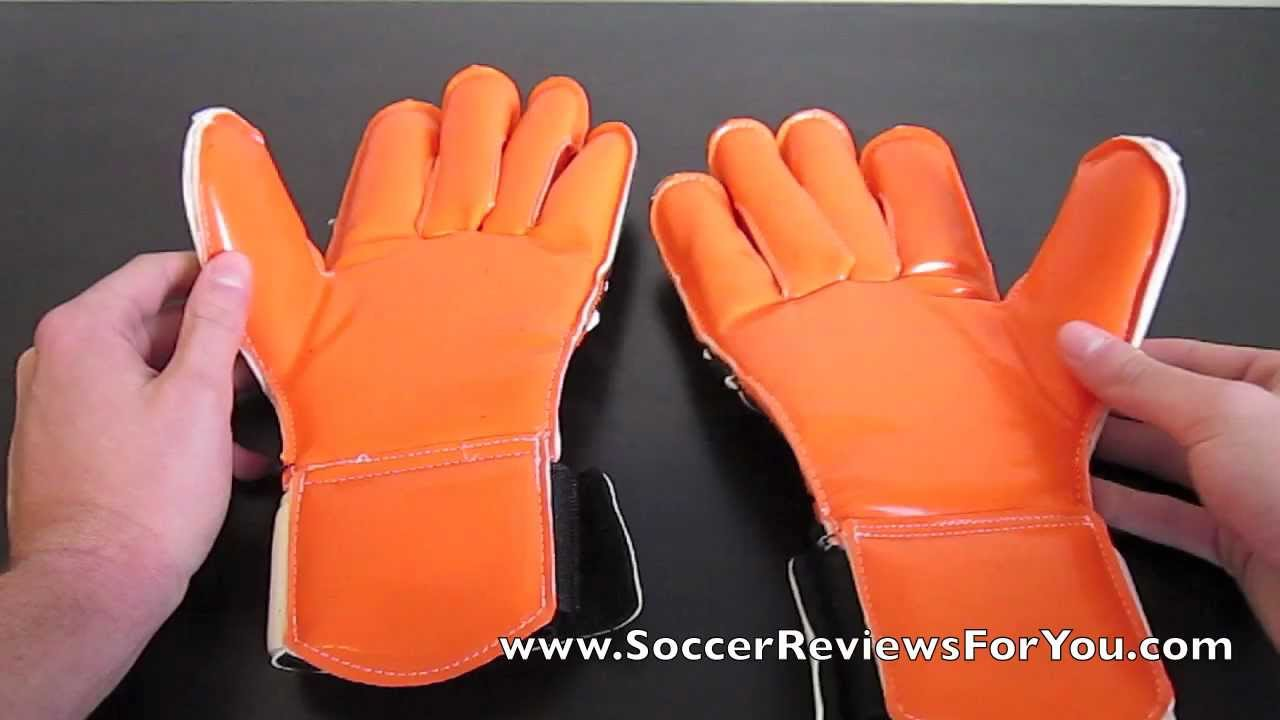 Cutters Pro Fit Stopper Indoor Goalkeeper Gloves - UNBOXING - YouTube 9a21cd917d79