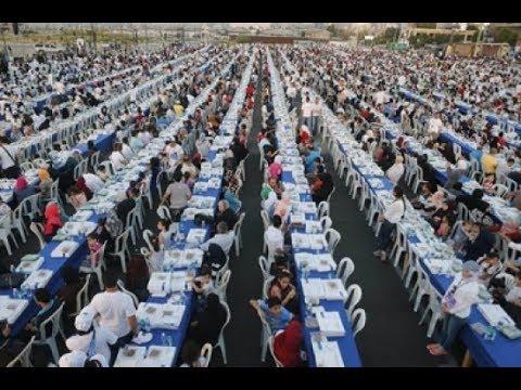 شاهد تضامن الجزائريين بتنظيم اكبر مائدة إفطار جماعي بولاية سكيكدة في أمجاز الدشيش  - فيديو كامل