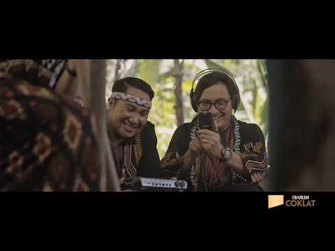 Jingle Djarum Coklat Versi Ipang Lazuardi, Sarah Saputri & Bottle Smoker