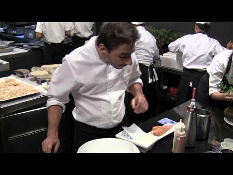 Jordi Roca makes one of his desserts