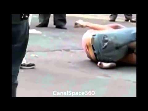 Briga de mulher no centro Mulher mostrando '' Tudo '' - YouTube