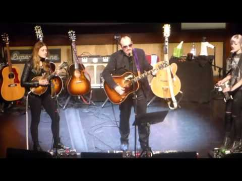 ELVIS COSTELLO 3/3 San Diego 4/7/2016 Encore: What's so Funny 'bout Peace... Good Year For the Roses