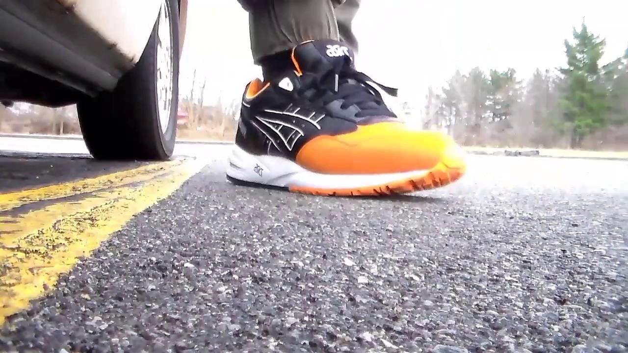 Foot: Asics Gel Saga Black/orange soda
