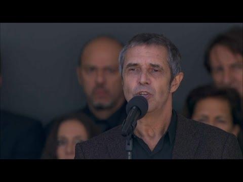 Attentat de Nice: Julien Clerc chante en hommage aux victilmes