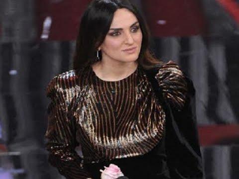 Arisa A Sanremo 2018 Con Un Vestito Preso Alle Bancarelle