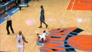 Carmelo Anthony throws Jason Richardson off... 28.03.2011