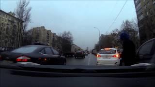 мужик блюёт из машины на ходу(Москва 8 утра, слушать до конца., 2015-03-04T16:15:20.000Z)