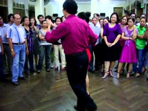Rumba lop 4 Bài 1 vũ sư Khắc Tuấn & cô Hồng Yến