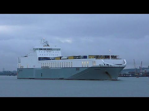AMANDINE - ro-ro ship passing tilbury,river thames 28/9/17