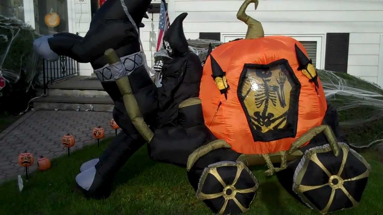 Outdoor inflatable halloween decorations - My Airblown Inflatable And Halloween Decorations Display 2011 Youtube
