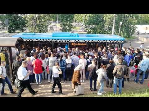 Остановка 841 и 893 автобусов на Выхино